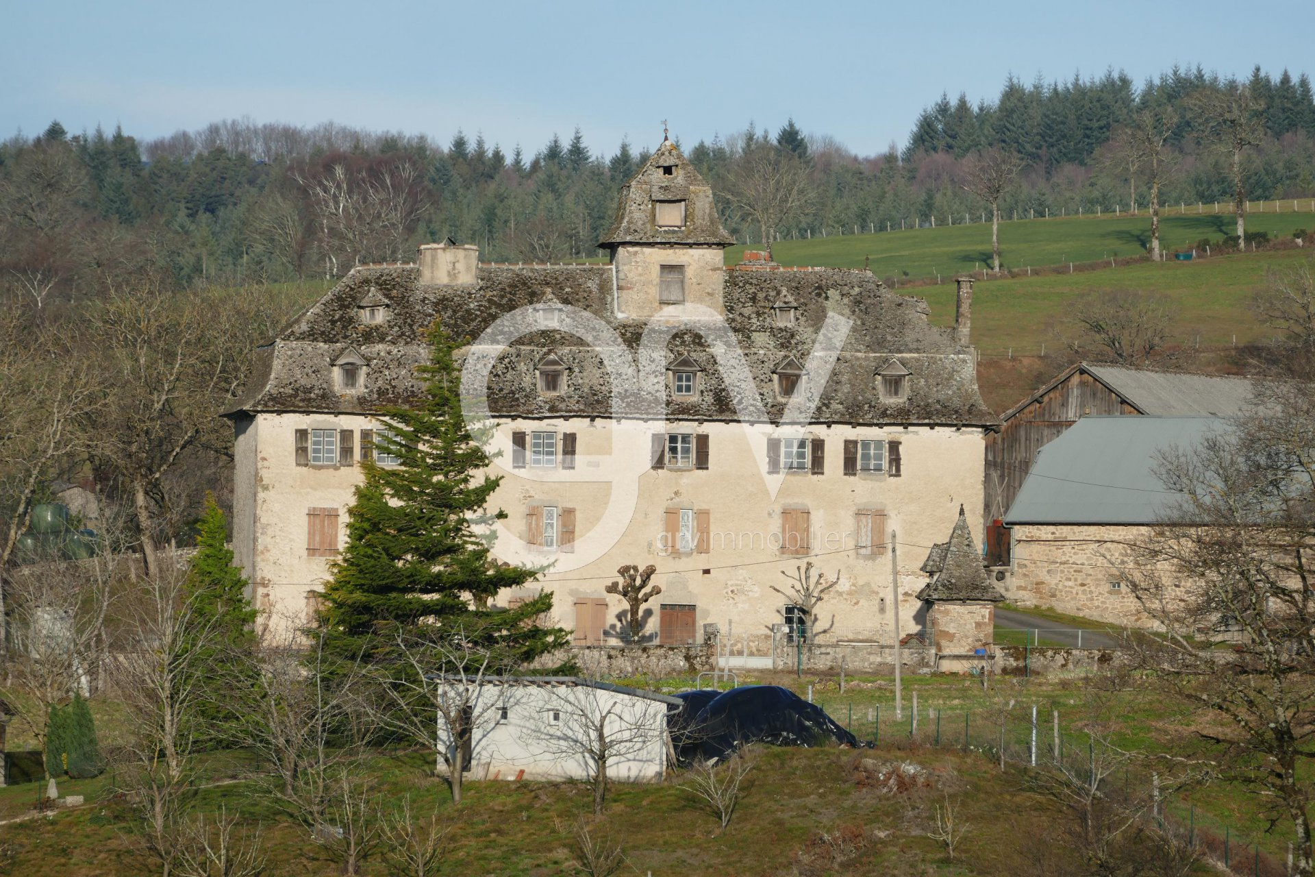 Old manor (18th century) with dependencies and Malt Cross
