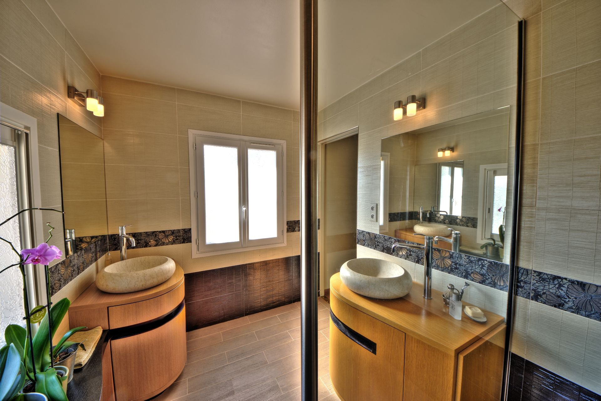 Bathroom master bedroom living room 200 m², 4 bedrooms, outbuilding on 8000 m² agricultural area, Ampus, Var, Provence, Paca
