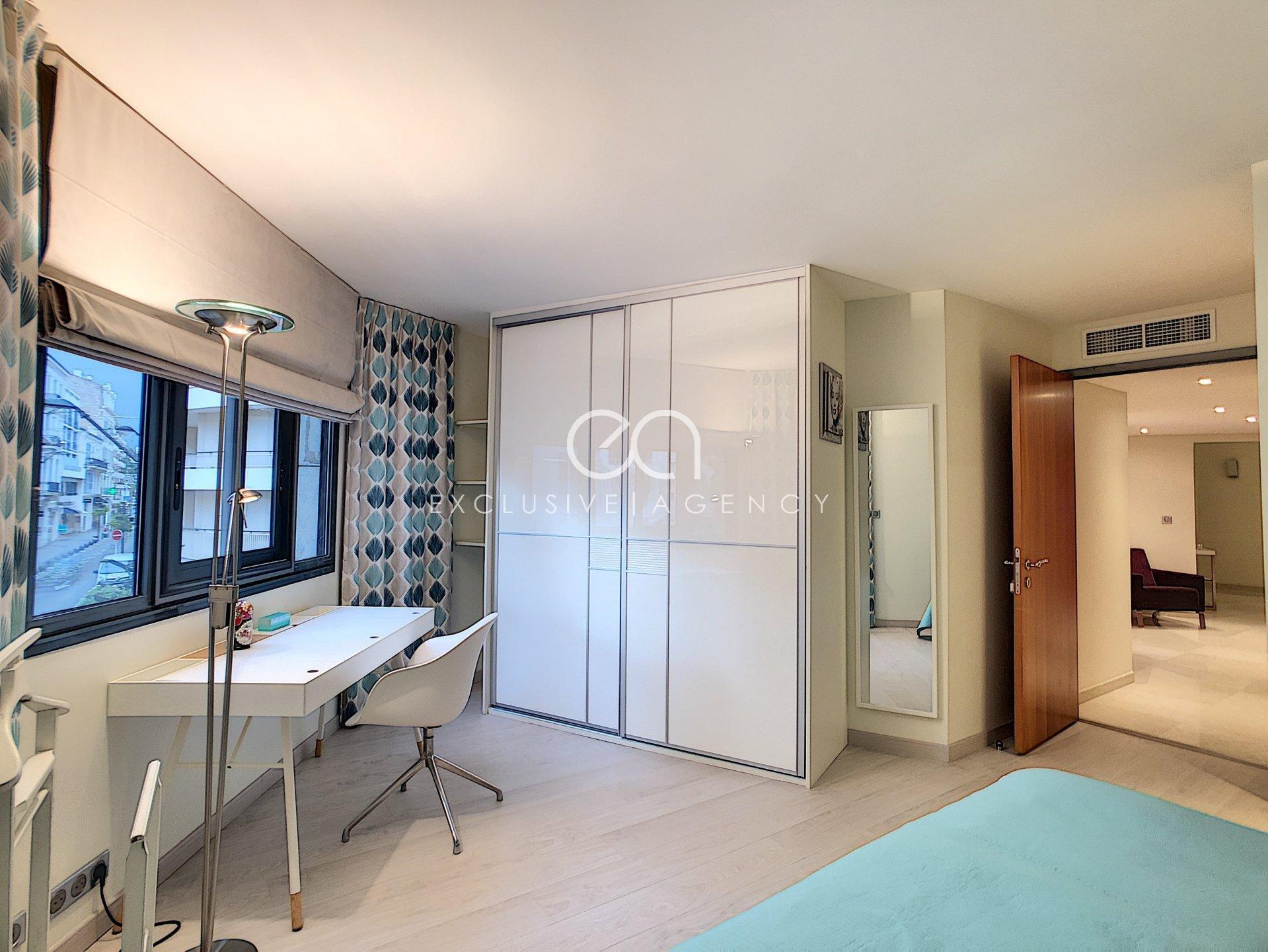 RENTAL PER MONTH CANNES CENTER 6-room appartement 250sqm terrace 60sqm