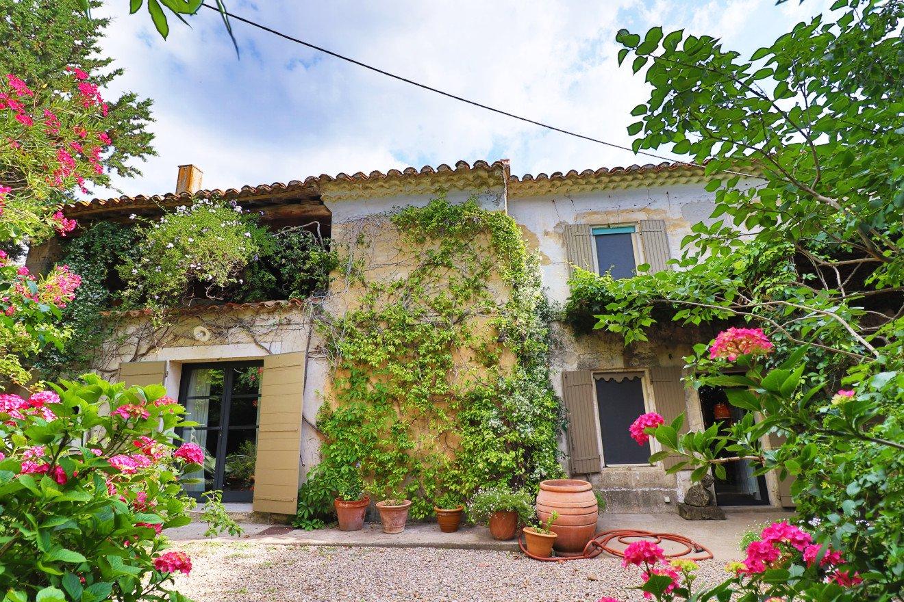 Arles, 20 min Saint Rémy de Provence, charmant MAS 219 m² habitables + dépendances