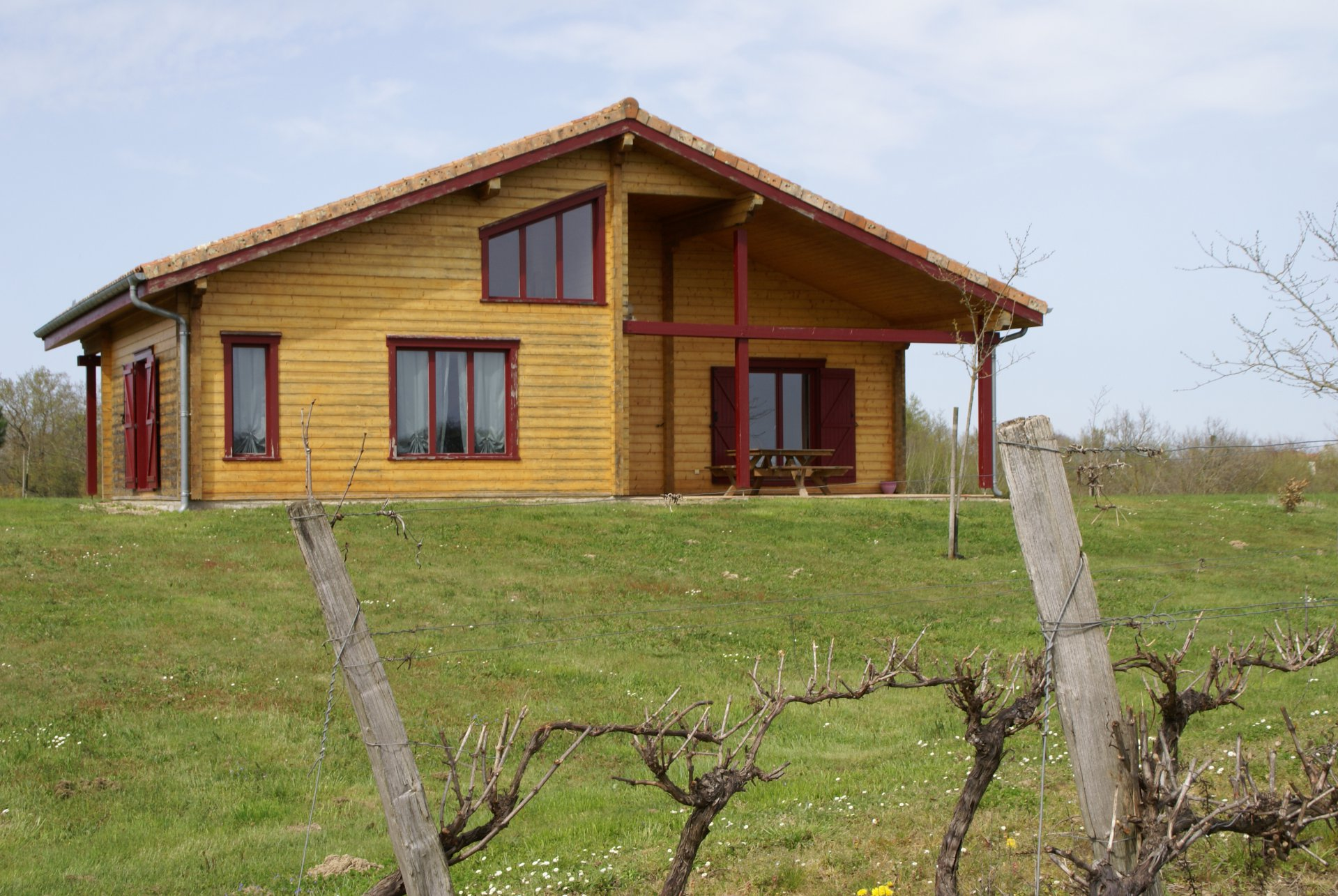 Beautiful solid wooden Villa with wonderful views in the Gers