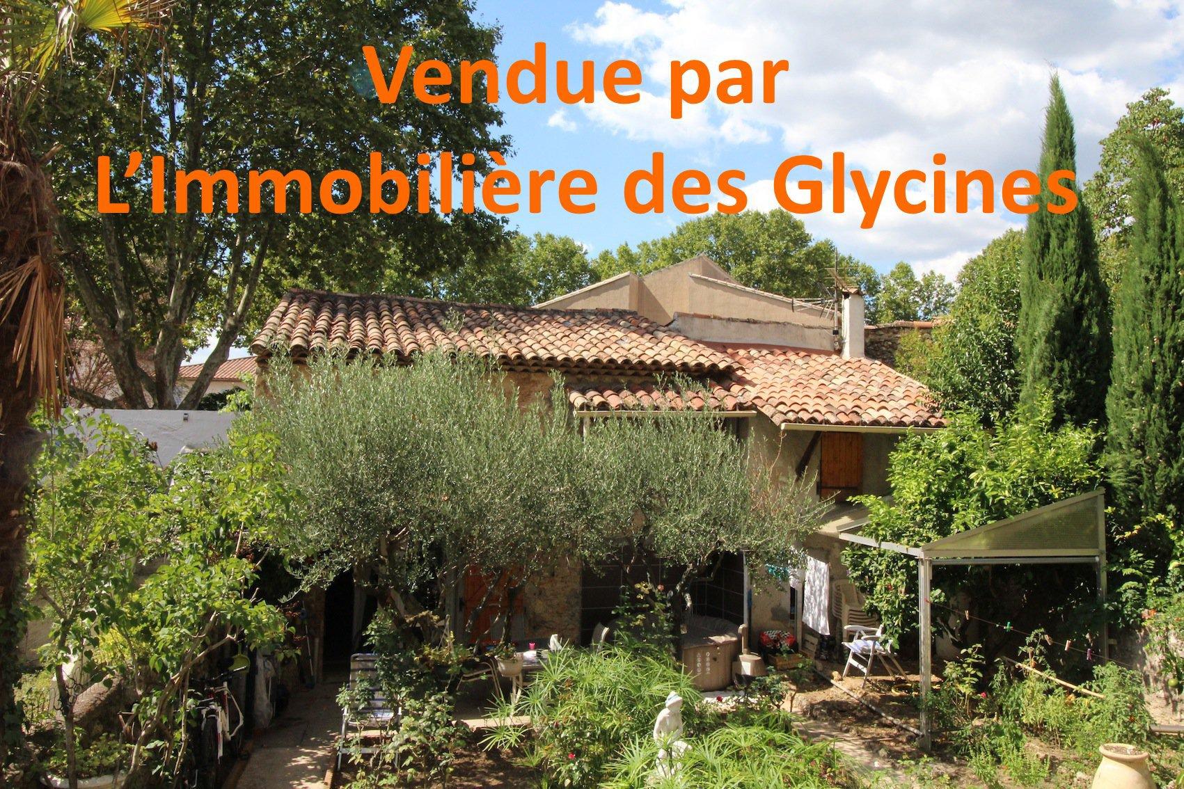 Brignoles, adorable maison de village avec cour