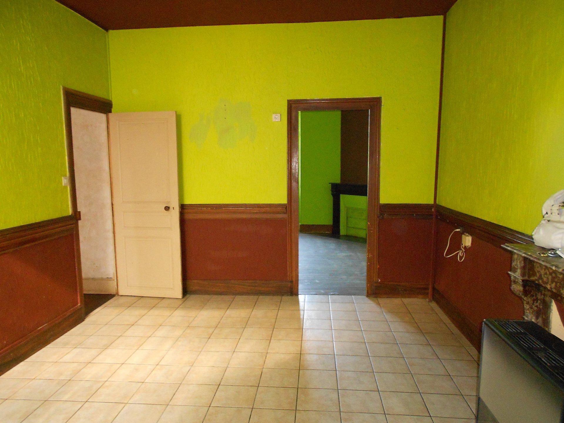 Maison de caractère /2 niv.  146m² hab. à rénover.