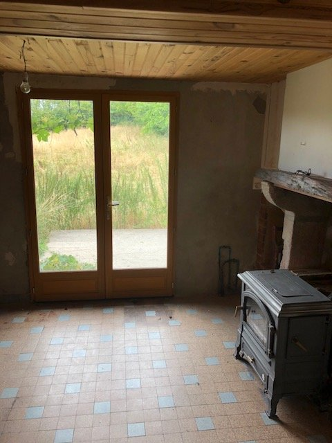 Slmall house for sale for a small price in Burgundy
