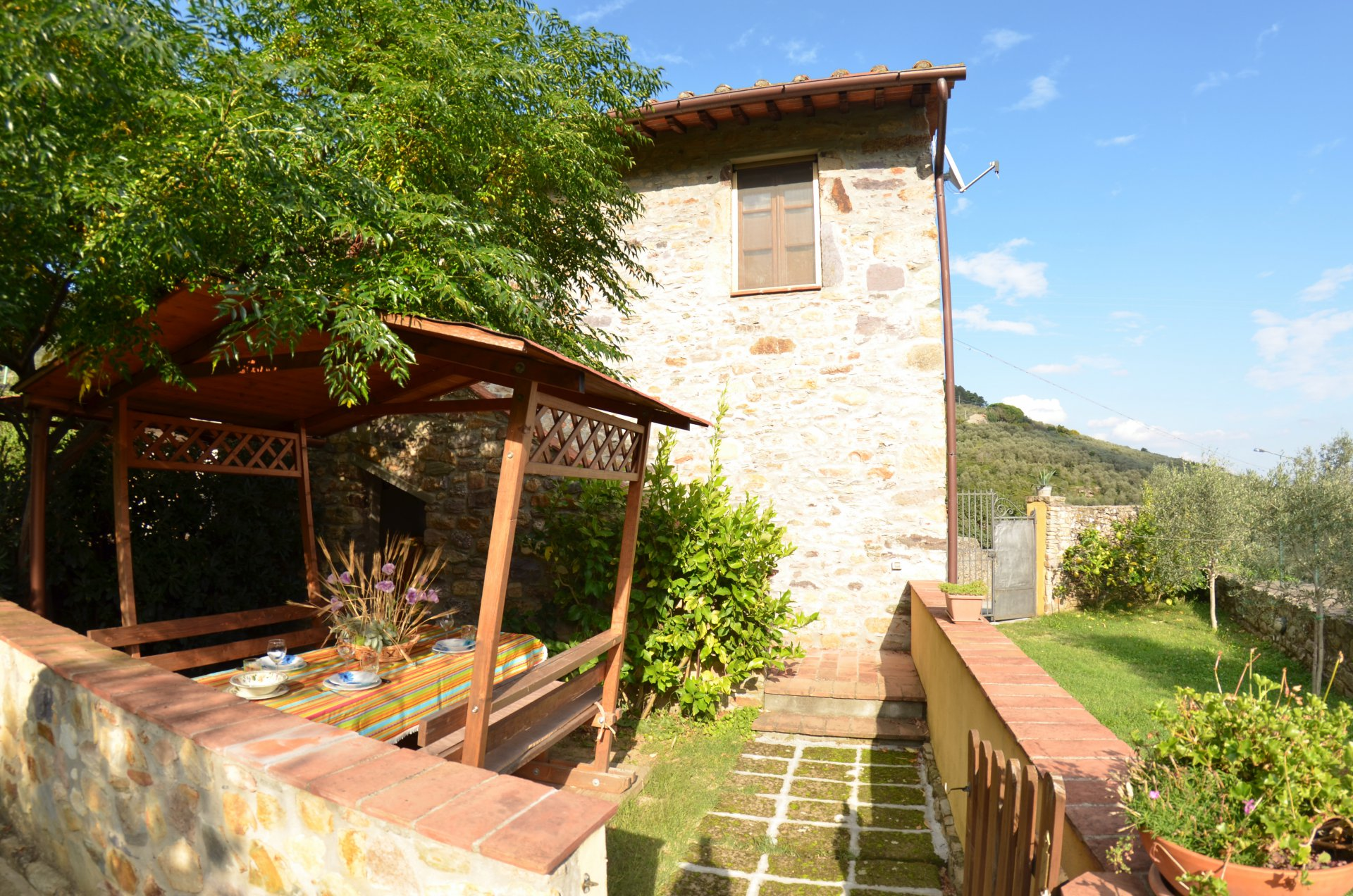 Seasonal rental Apartment villa - Buti - Italy