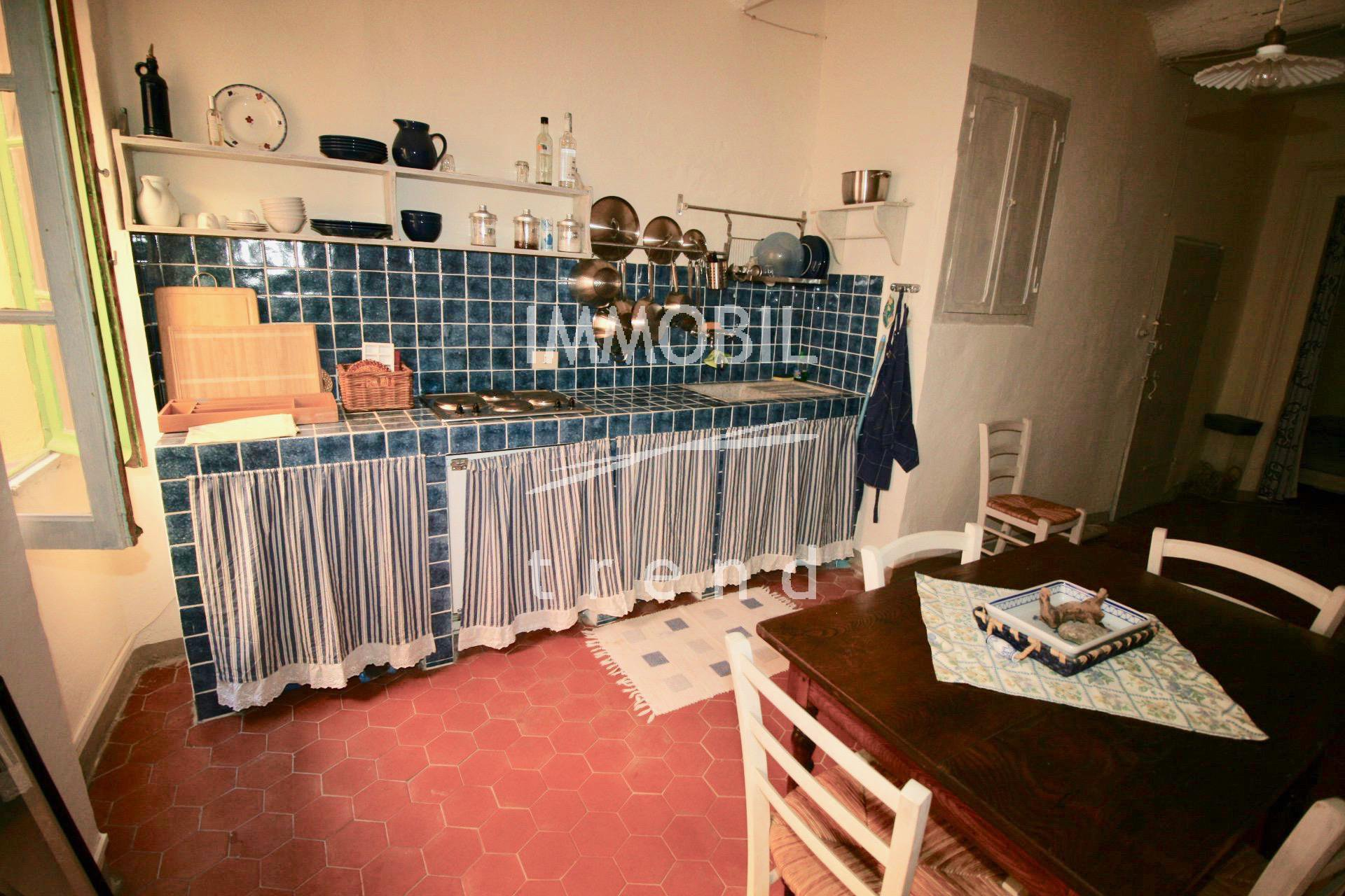 e418aecaf833ad Menton Vieille Ville - grand studio avec alcove en vente.