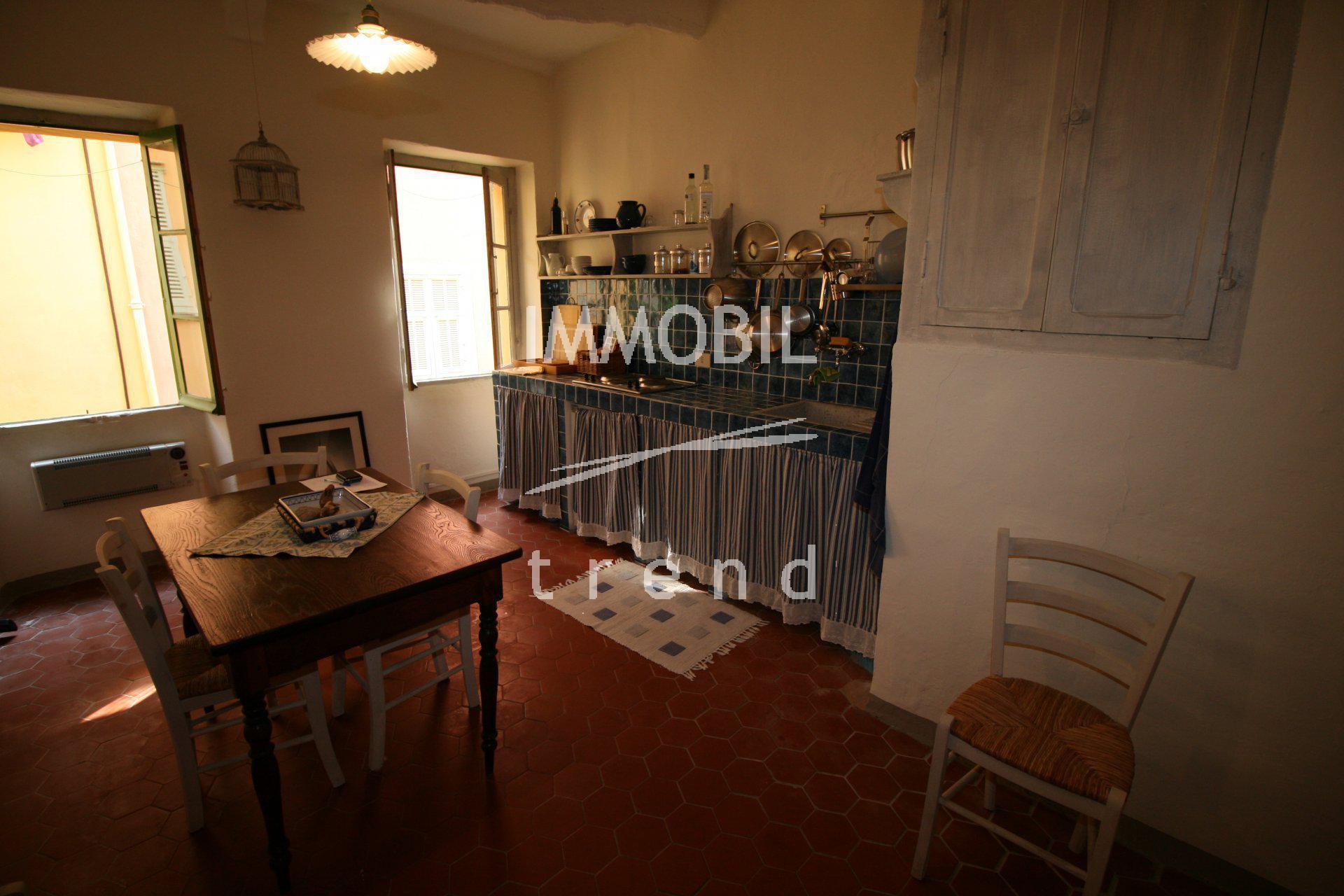 Menton Vieille Ville - grand studio avec alcove en vente.