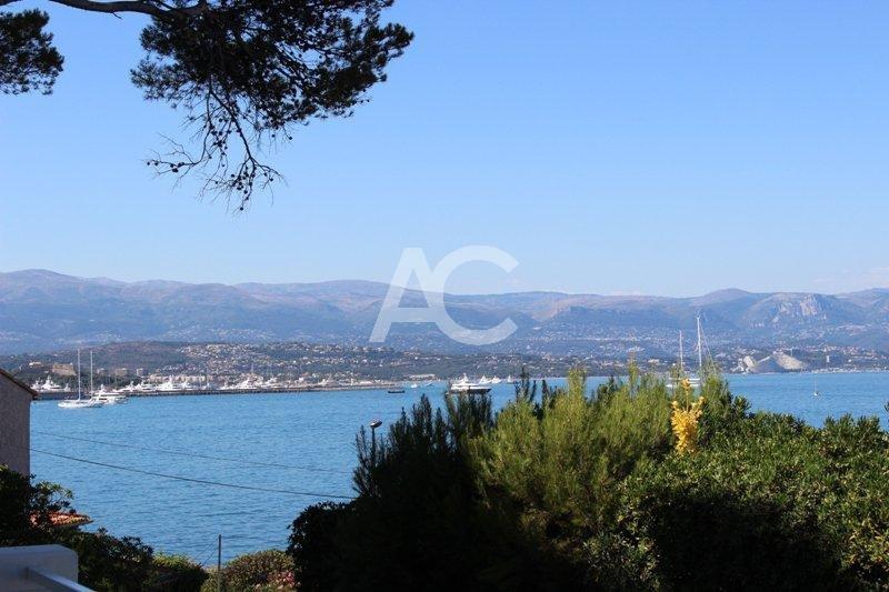 Villa contemporaine avec vue mer