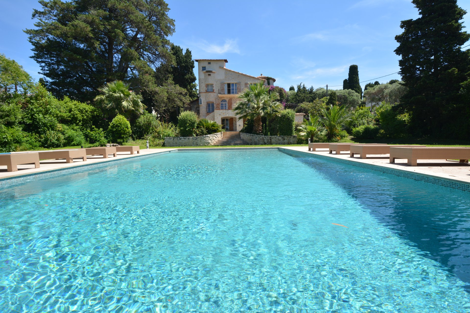 Villa provençale - West side of Cap d'Antibes