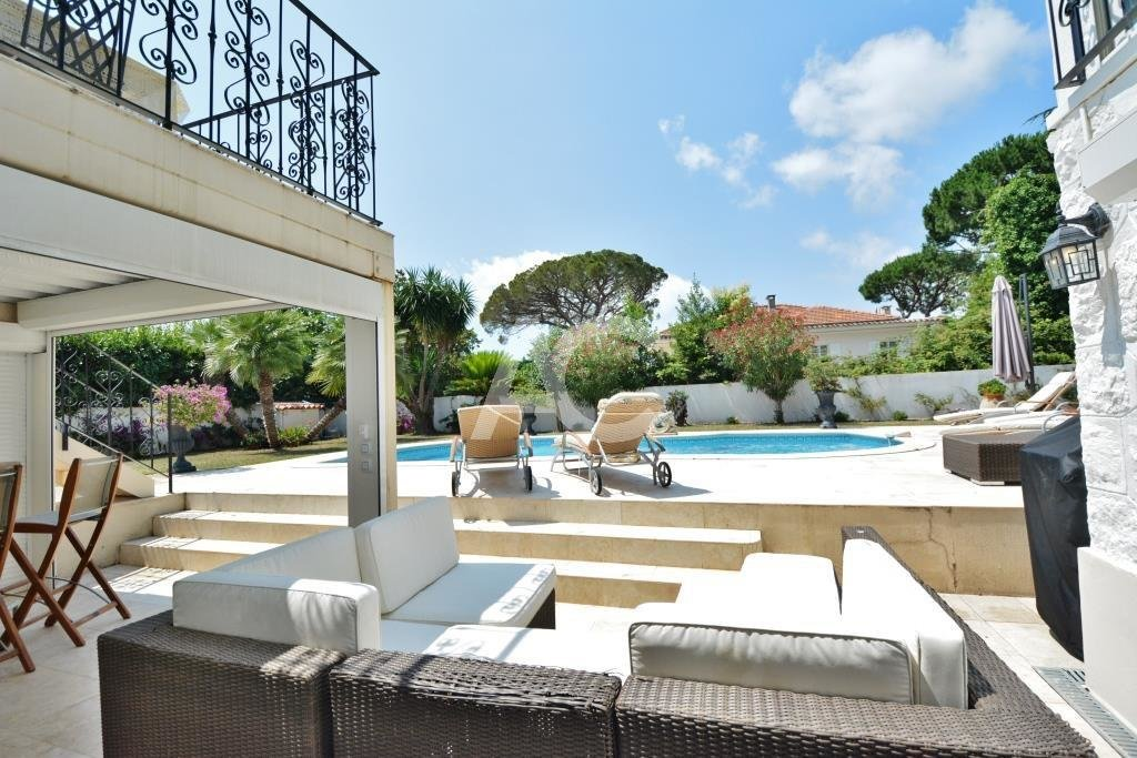 Neo-provençal villa near sandy beaches and Juan les Pins centre