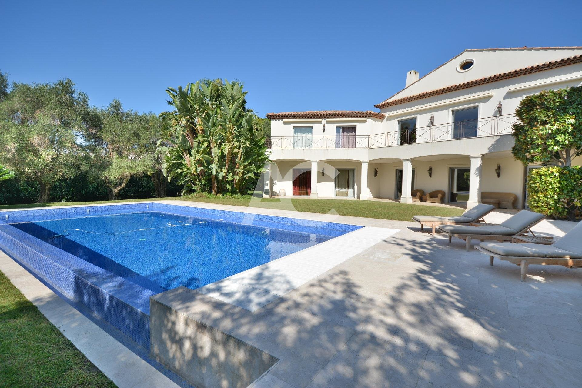 Spacious property 300m from the beach - Juan les Pins