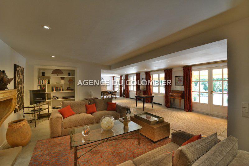 Superb design property - Gated domain