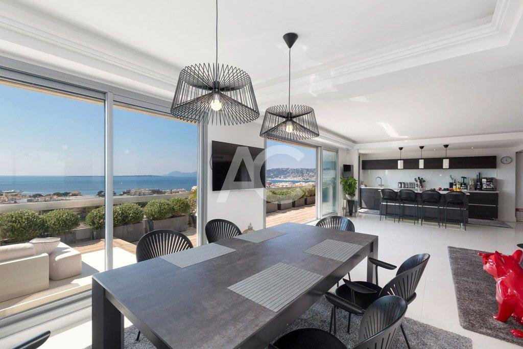 Magnificent penthouse with stunning sea views