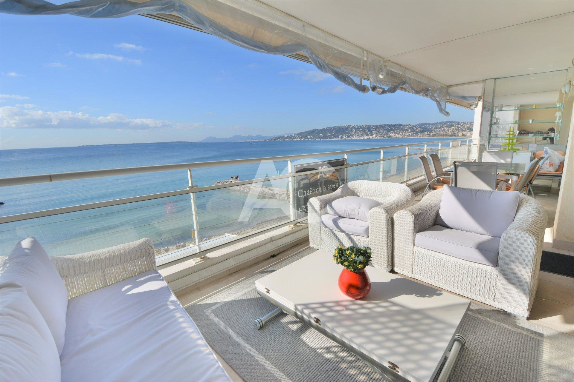 Exceptional waterfront apartment with panoramic views