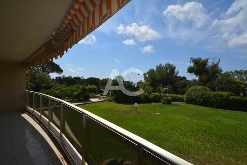 CAP D'ANTIBES - LARGE SEAFRONT APARTMENT