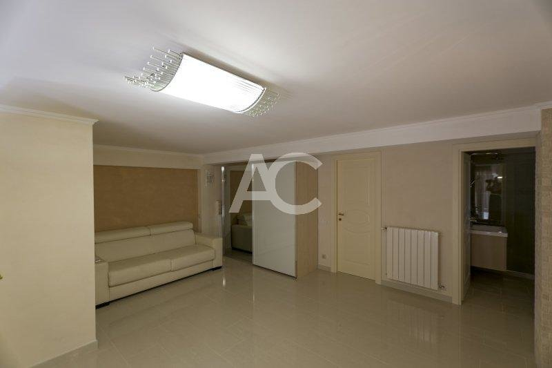 Luxury refurbished 3 bedroom apartment