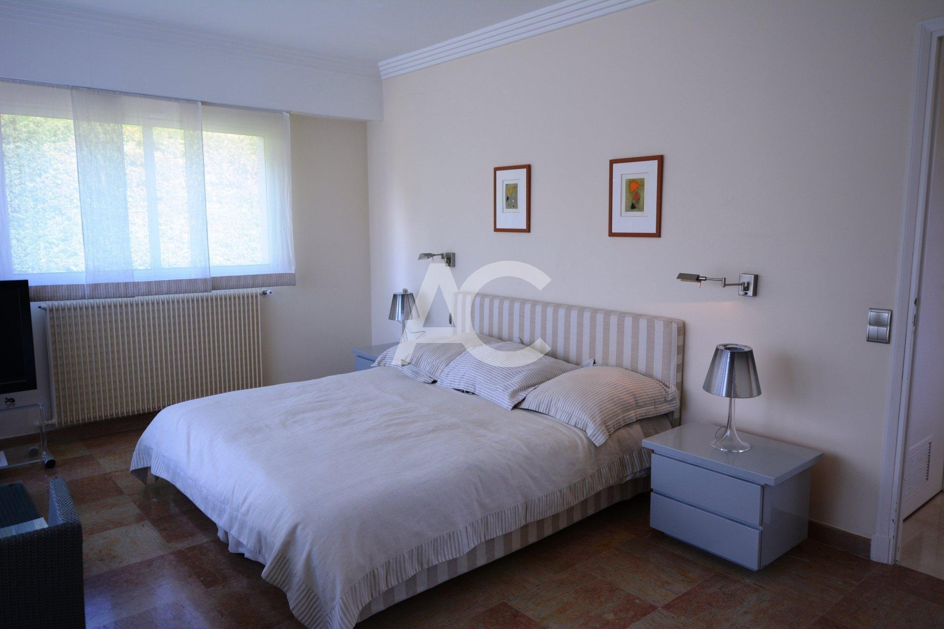 Fully refurbished villa close to Garoupe beach