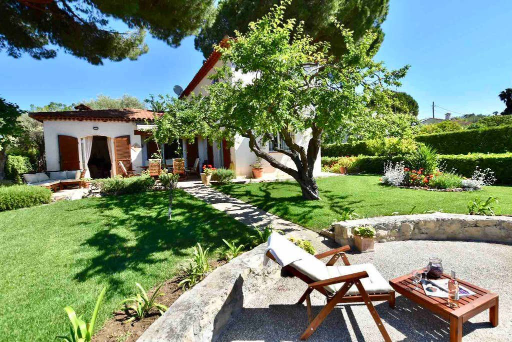 Provençal style villa on the West side of Cap d'Antibes