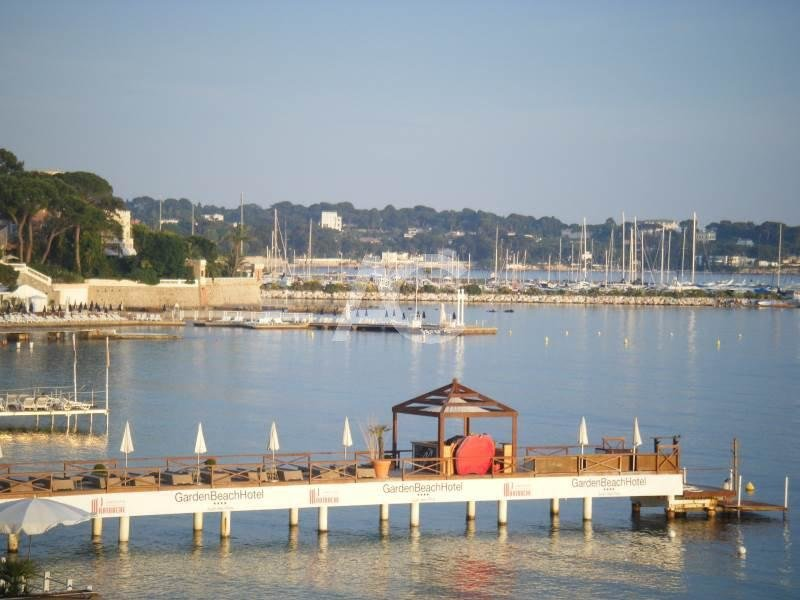 Waterfront apartment in the heart of Juan les Pins