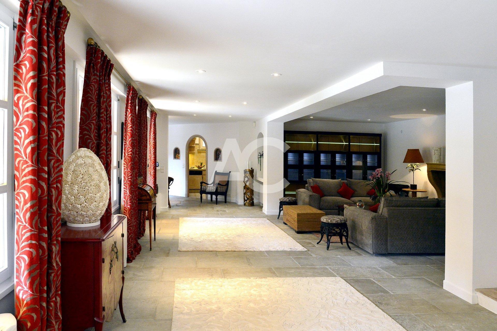 Exceptionelle villa avec piscine et tennis
