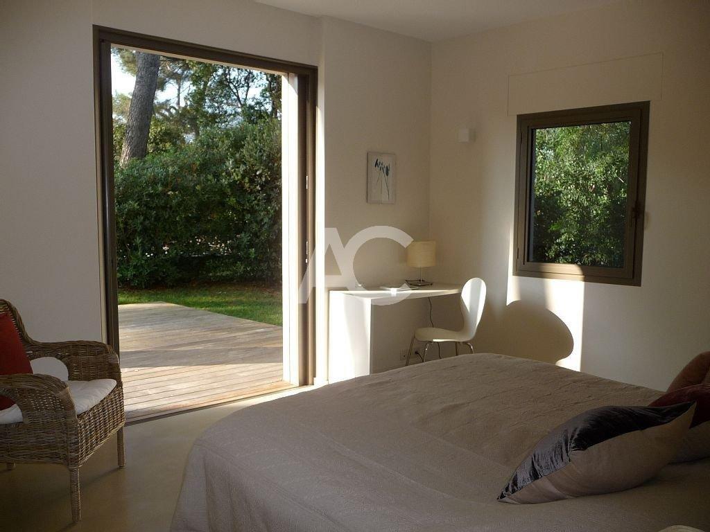 Superb contemporary villa close to the beach Garoupe