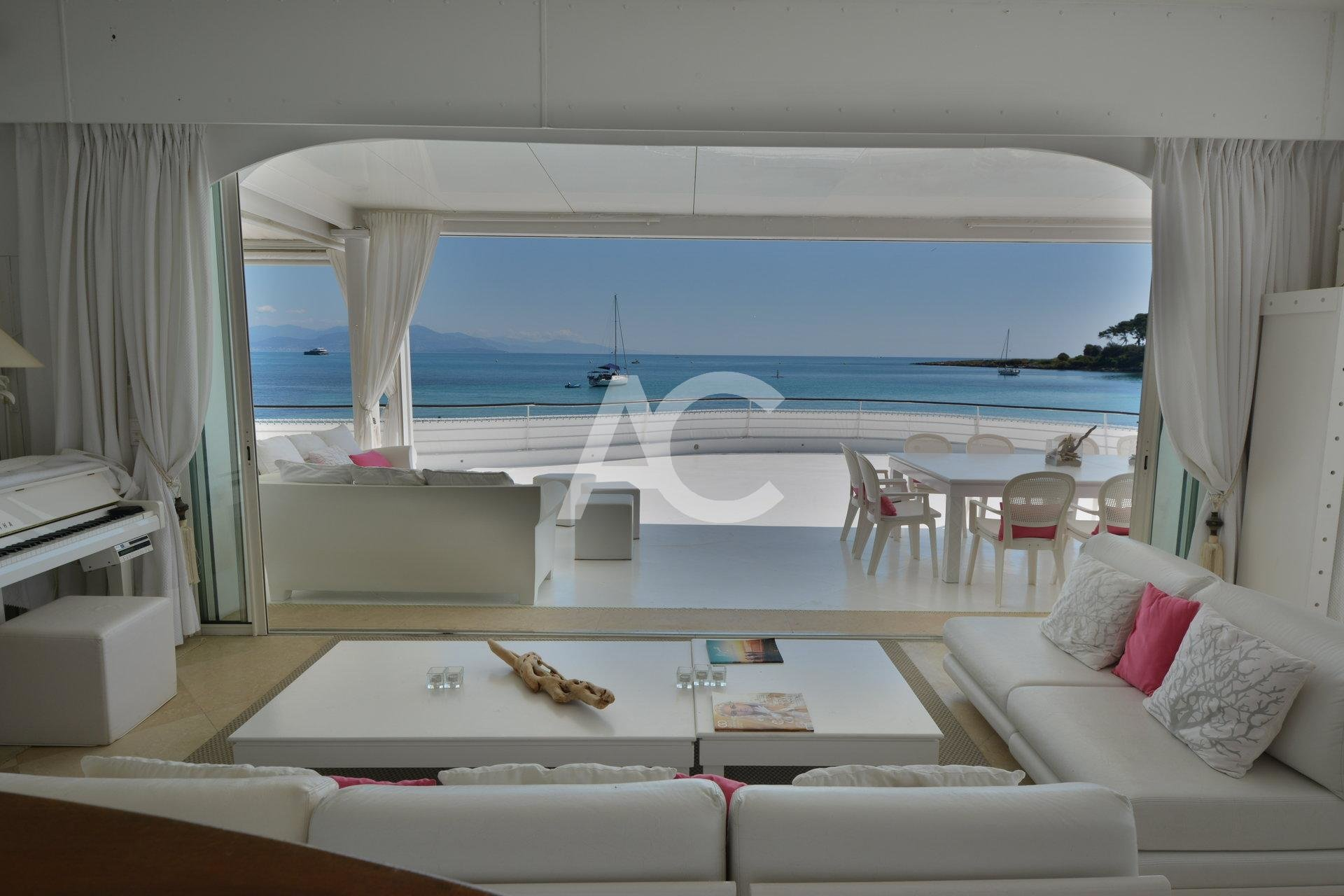 Unique waterfront villa near Garoupe beach