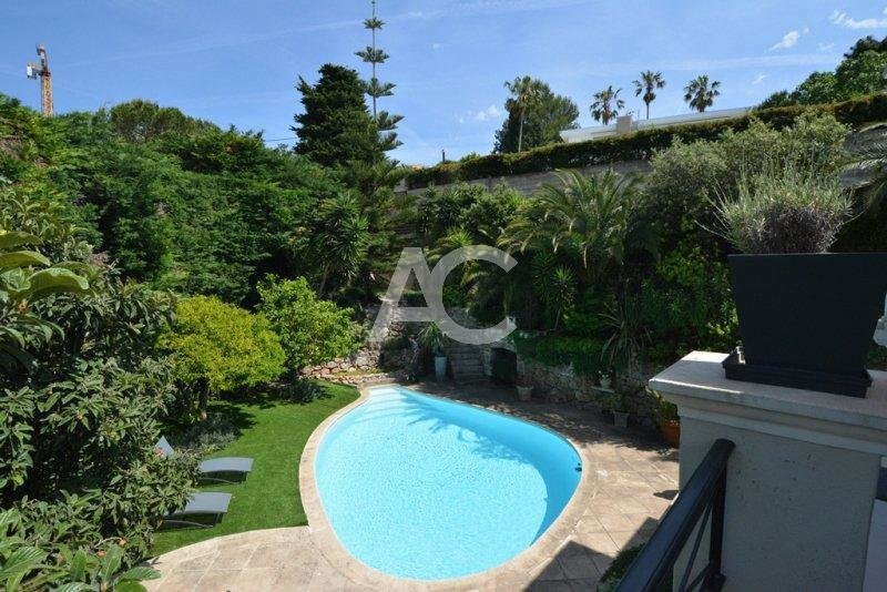 Entirely refurbished villa - West side of Cap d'Antibes