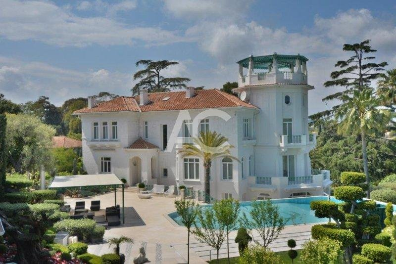 Exceptional property with sea views