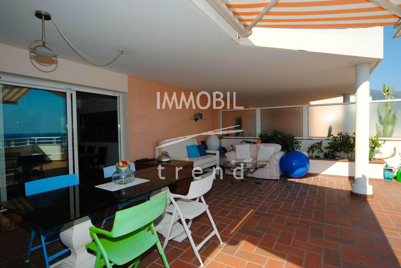 Real estate Roquebrune Cap Martin - Two bedroom duplex apartment, with panoramic sea view and two parking spaces, for sale in a prestigious building with swimming pool