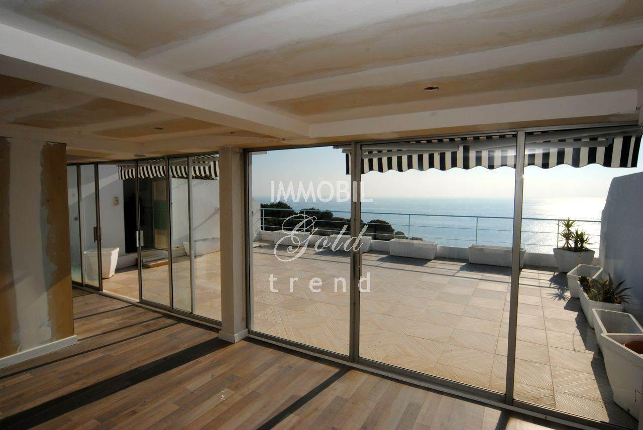 Luxurious apartment in ROQUEBRUNE CAP MARTIN with pool and panoramic sea views