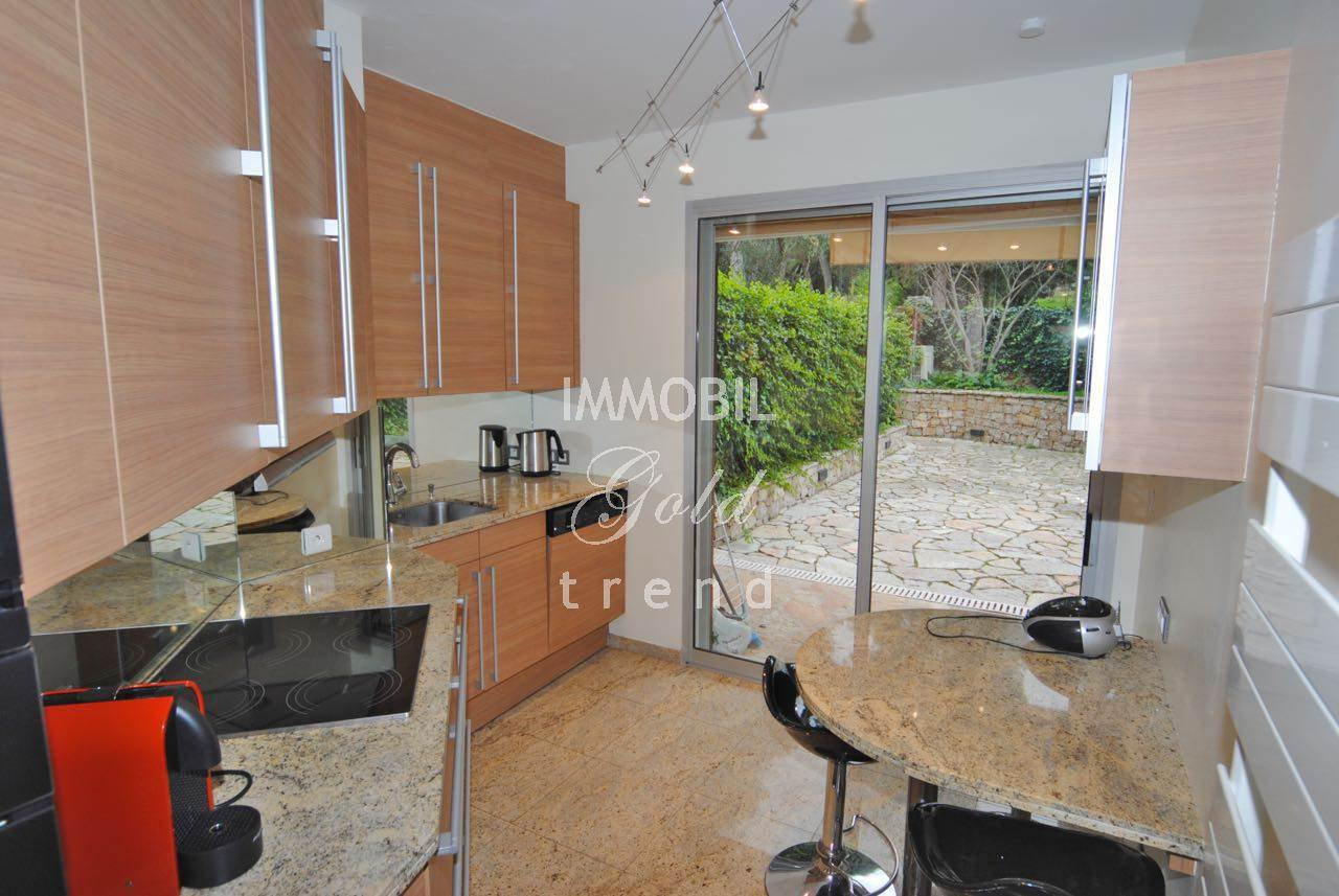 Real estate Roquebrune Cap Martin - For sale, three bedroom apartment with two large terraces-gardens, two garages and two cellars