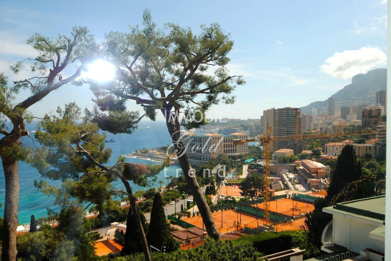 Roquebrune Cap Martin Real Estate - For sale, awesome villa with swimming pool and a panoramic view overlooking the sea, the Country Club and Monaco
