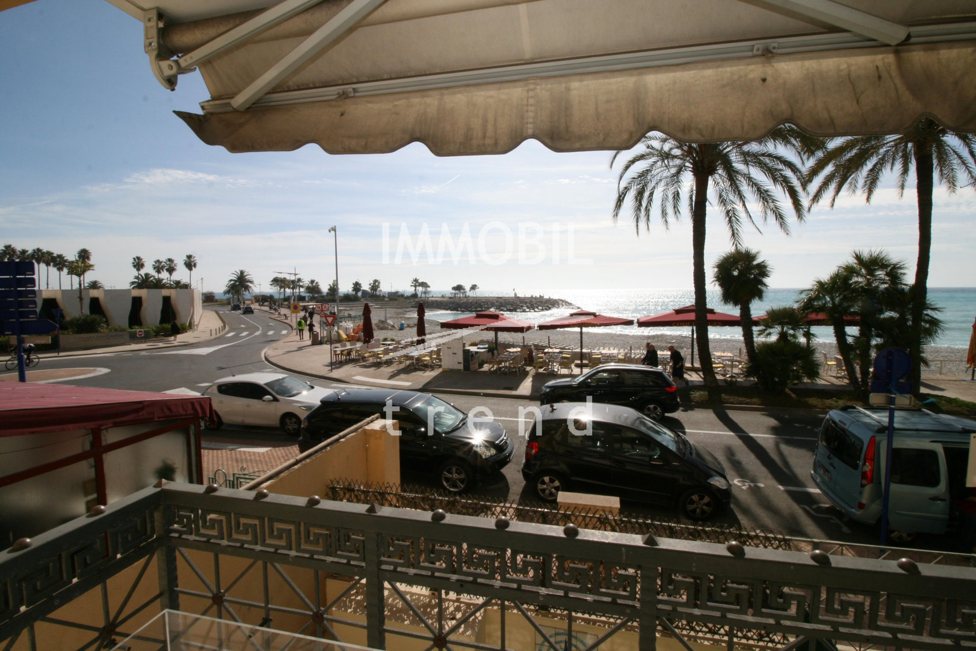 Menton Real Estate - For sale, seafront two bedroom apartment with double garage