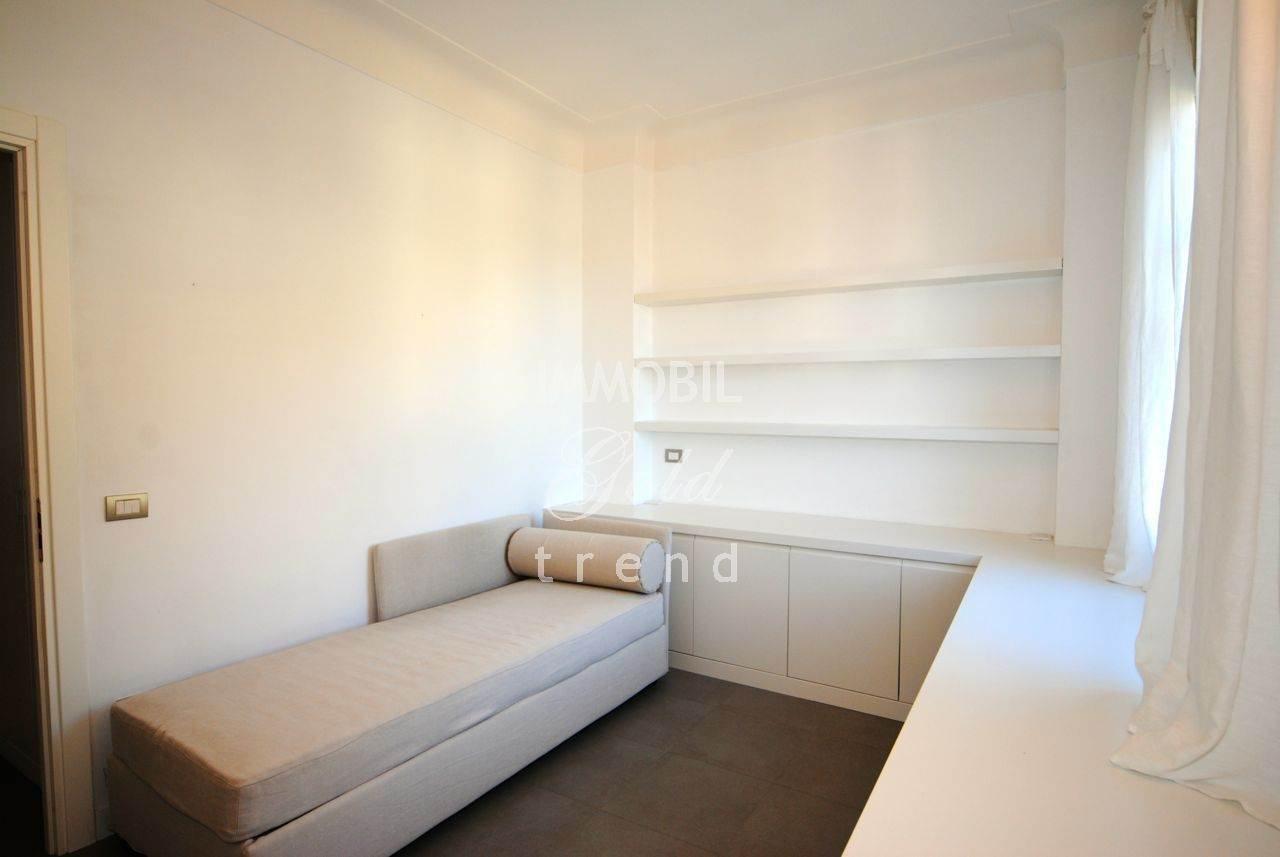 Immobiliare Mentone - Esclusiva-In vendita, prestigioso appartamento in villa con vista mare panoramica