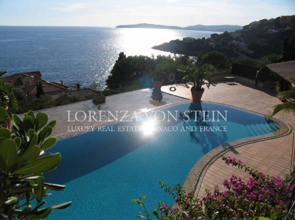 Cap d'Ail: Splendid property consisting of two villas
