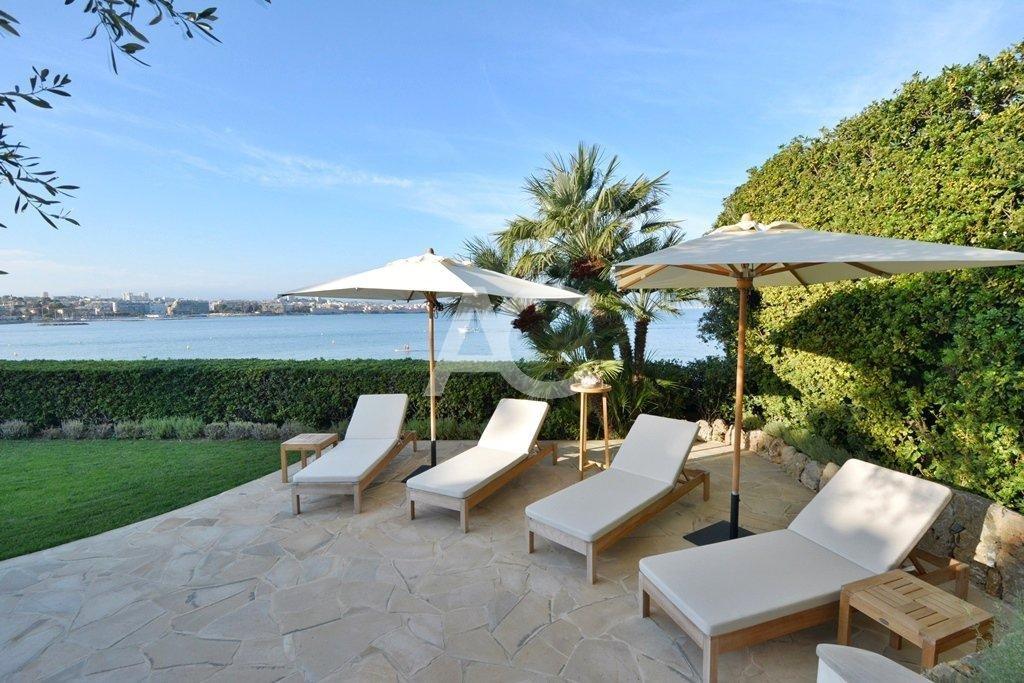 Exceptionnelle villa pied dans l'eau - Cap d'Antibes