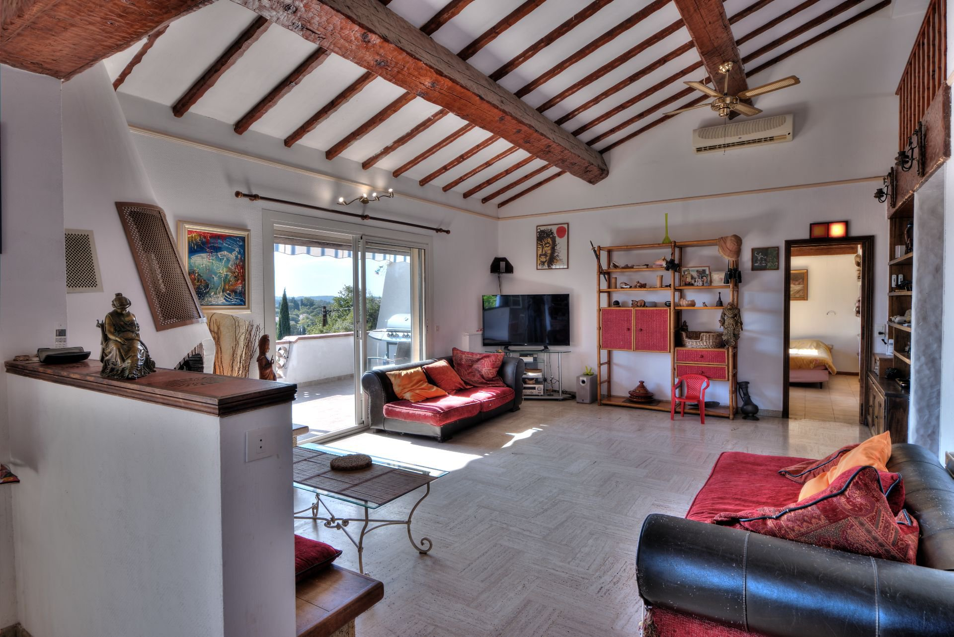 Living room of the villa 240 m² 4 apartments Lorgues, Provence, Paca