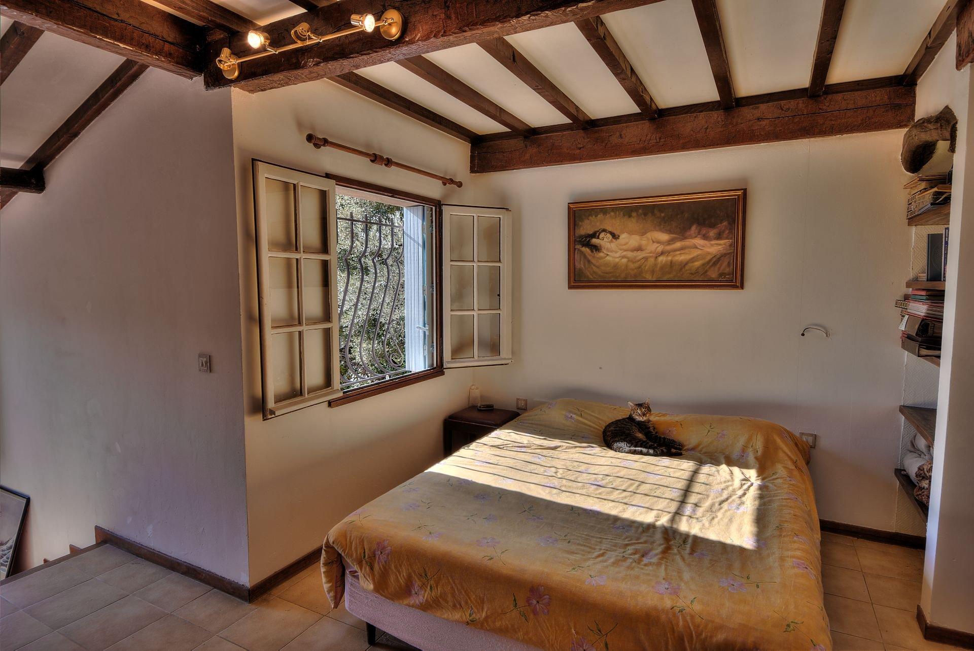 Un chambre de la villa 240 m² 4 appartements Lorgues, Provence, Paca