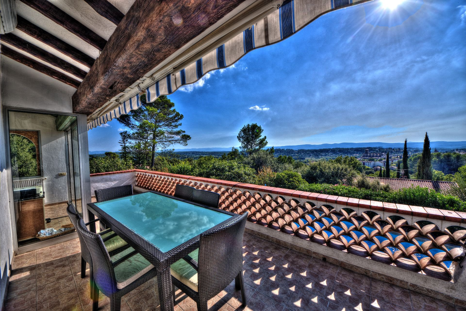 Balcony terrace of the villa 240 m² 4 apartments Lorgues, Provence, Paca