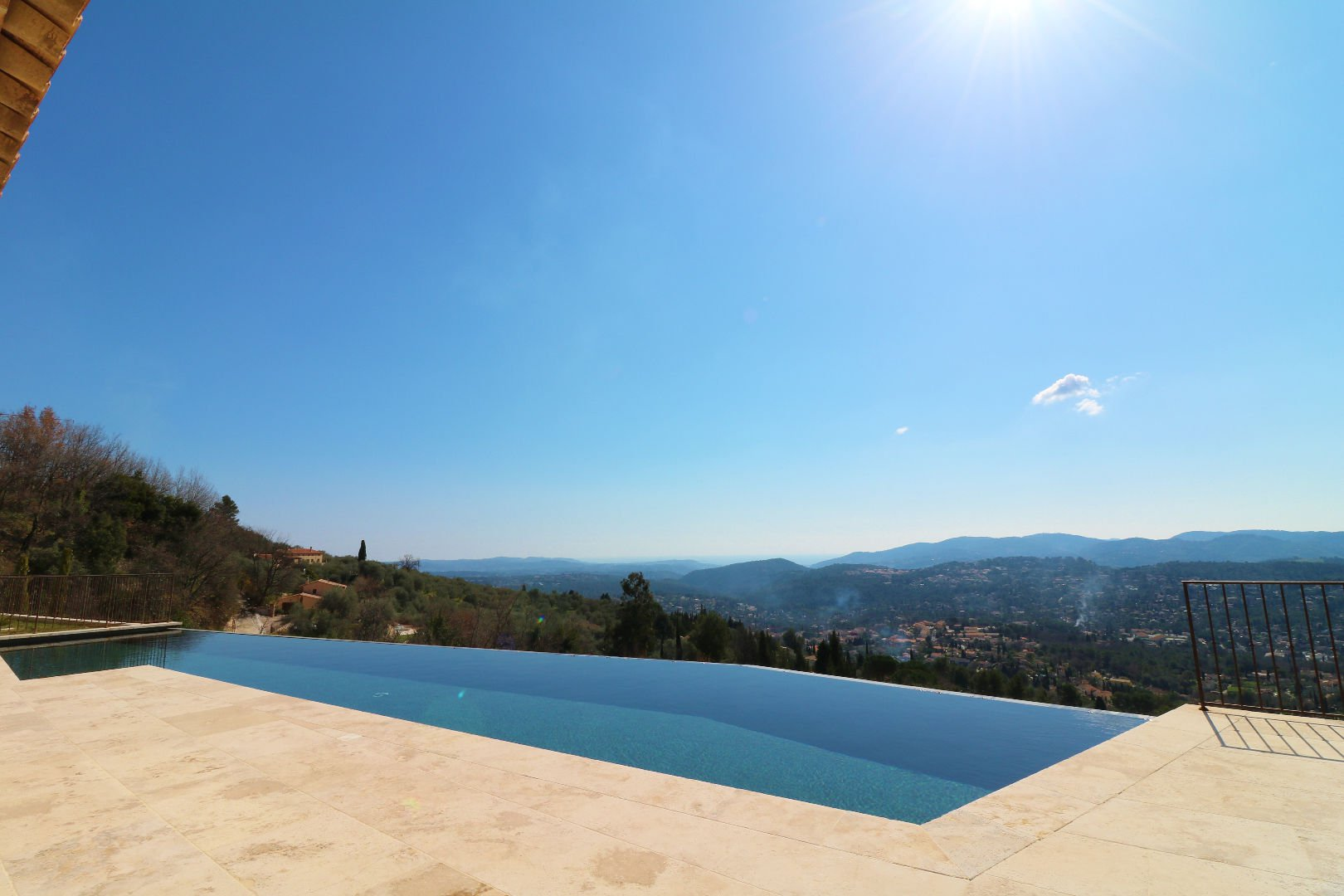 Speracedes - THIS PROPERTY WILL TAKE YOUR BREATH AWAY: with around 50 m of facade facing towards th