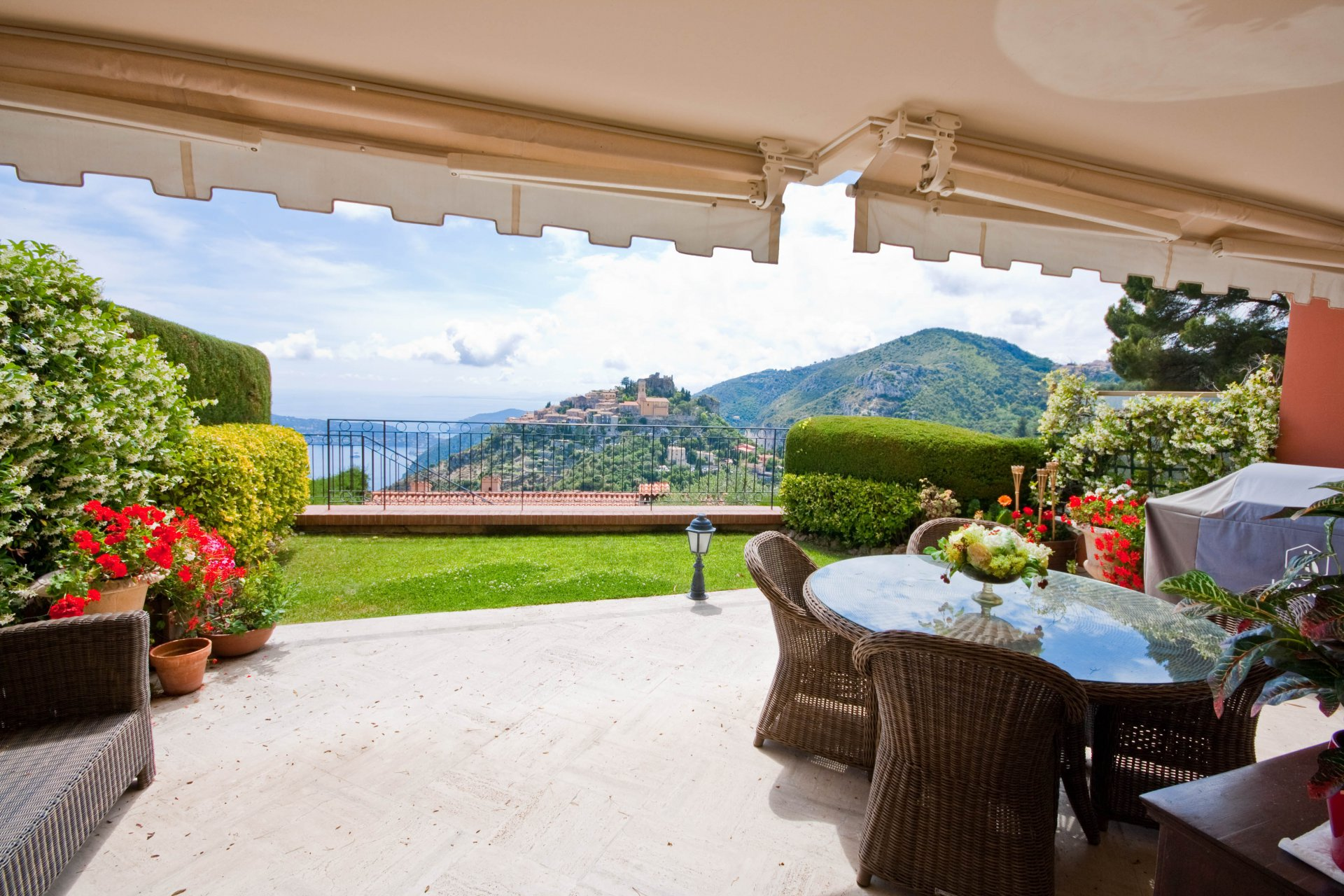 Apartment for sale in Eze