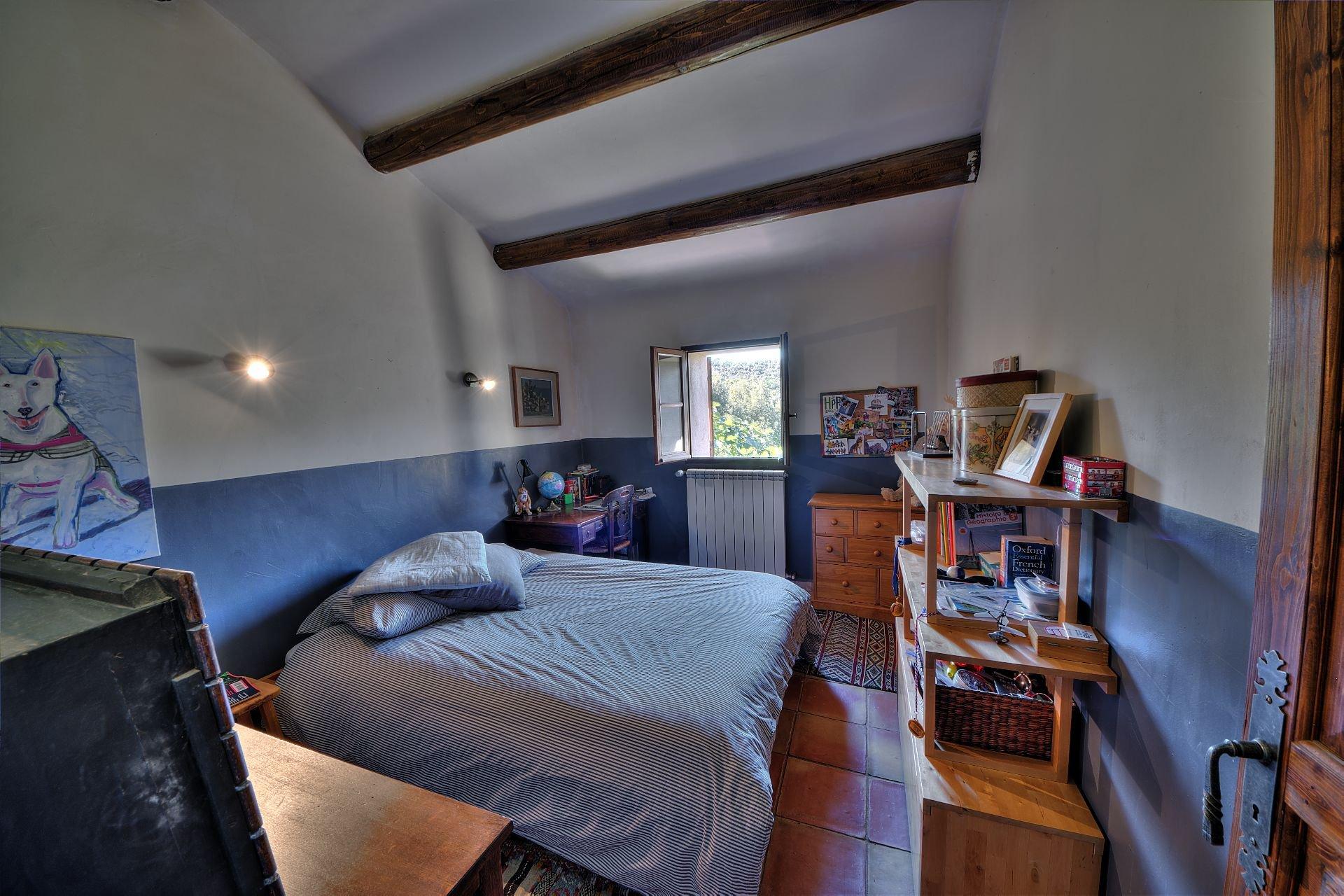 Chambre 2 de la propriété en  pierre de 35 ha haut Var Verdon