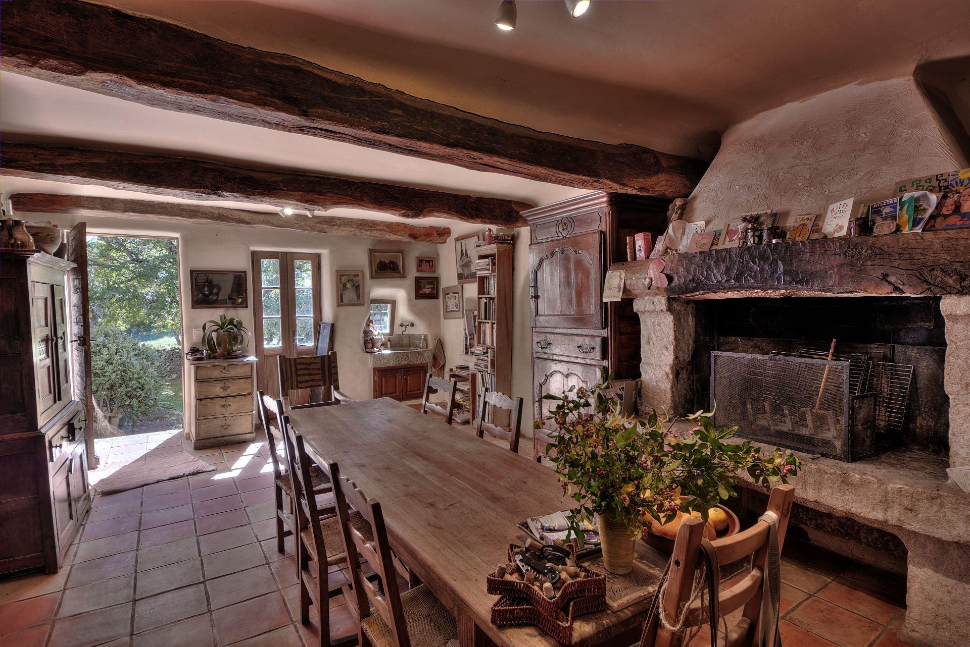 Cuisine Provençale, de la propriété en  pierre de 35 ha haut Var Verdon