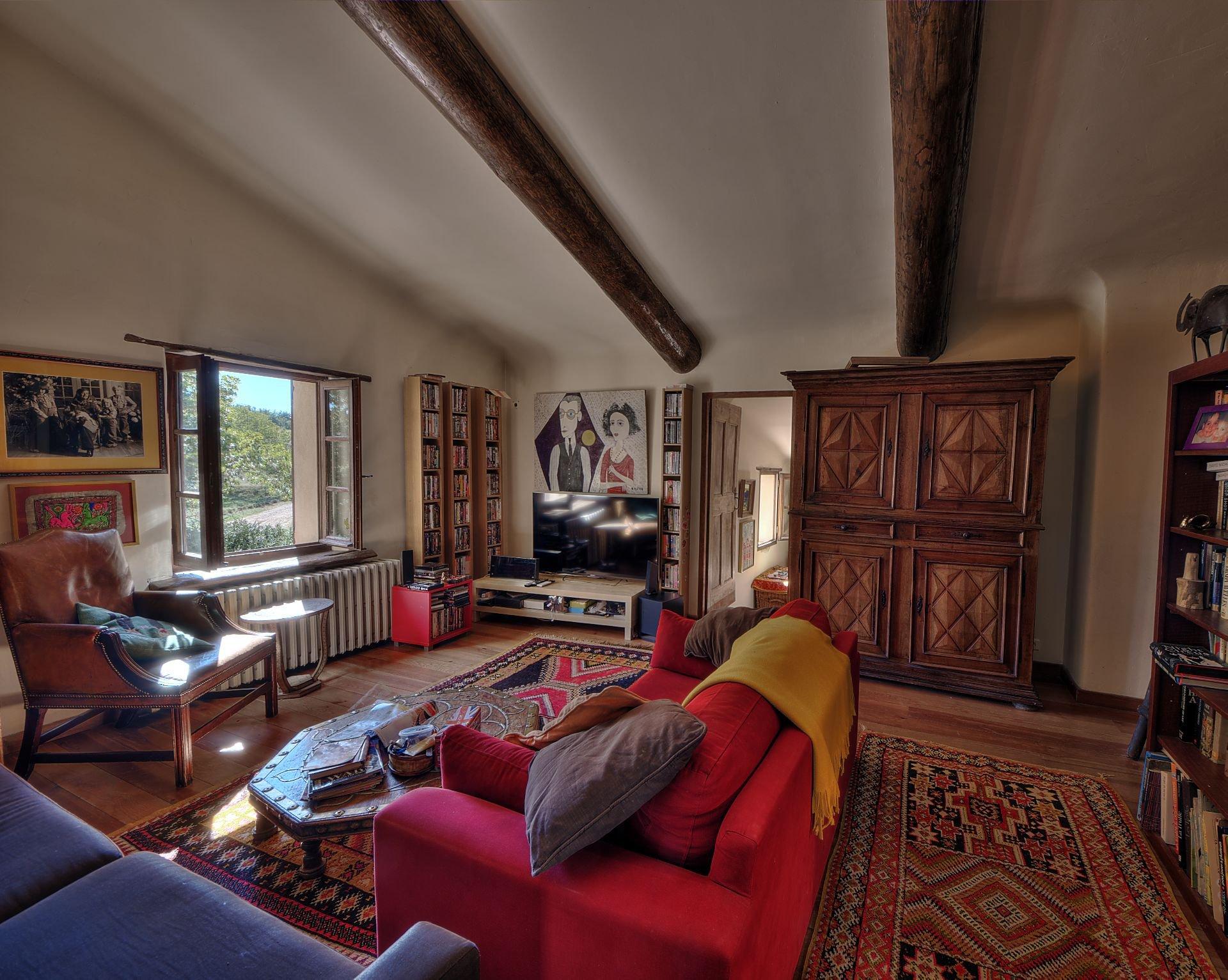 Petit salon de la propriété en  pierre de 35 ha haut Var Verdon