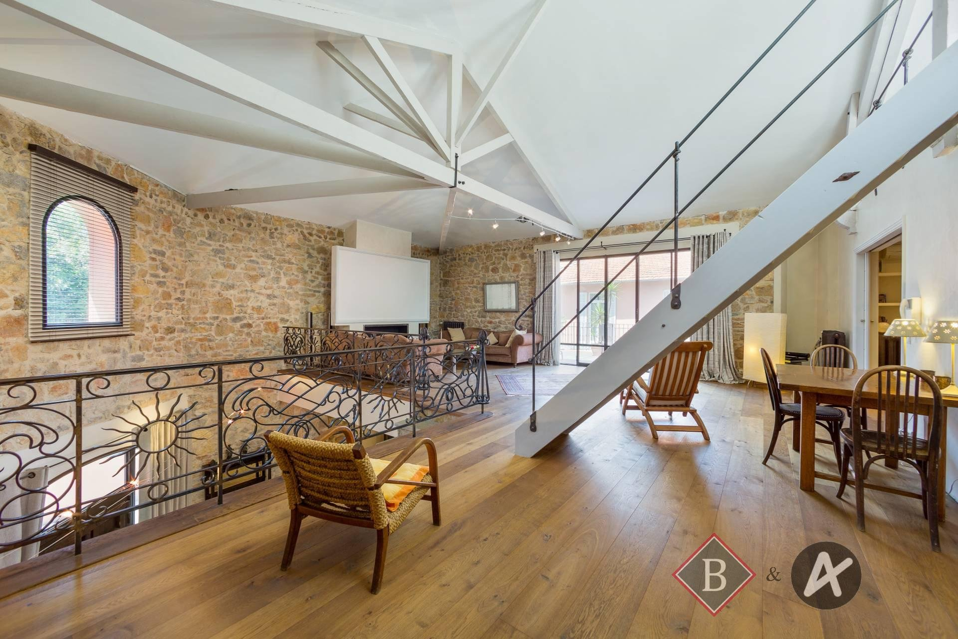 Rare location Magnificent loft in the center of Cannes