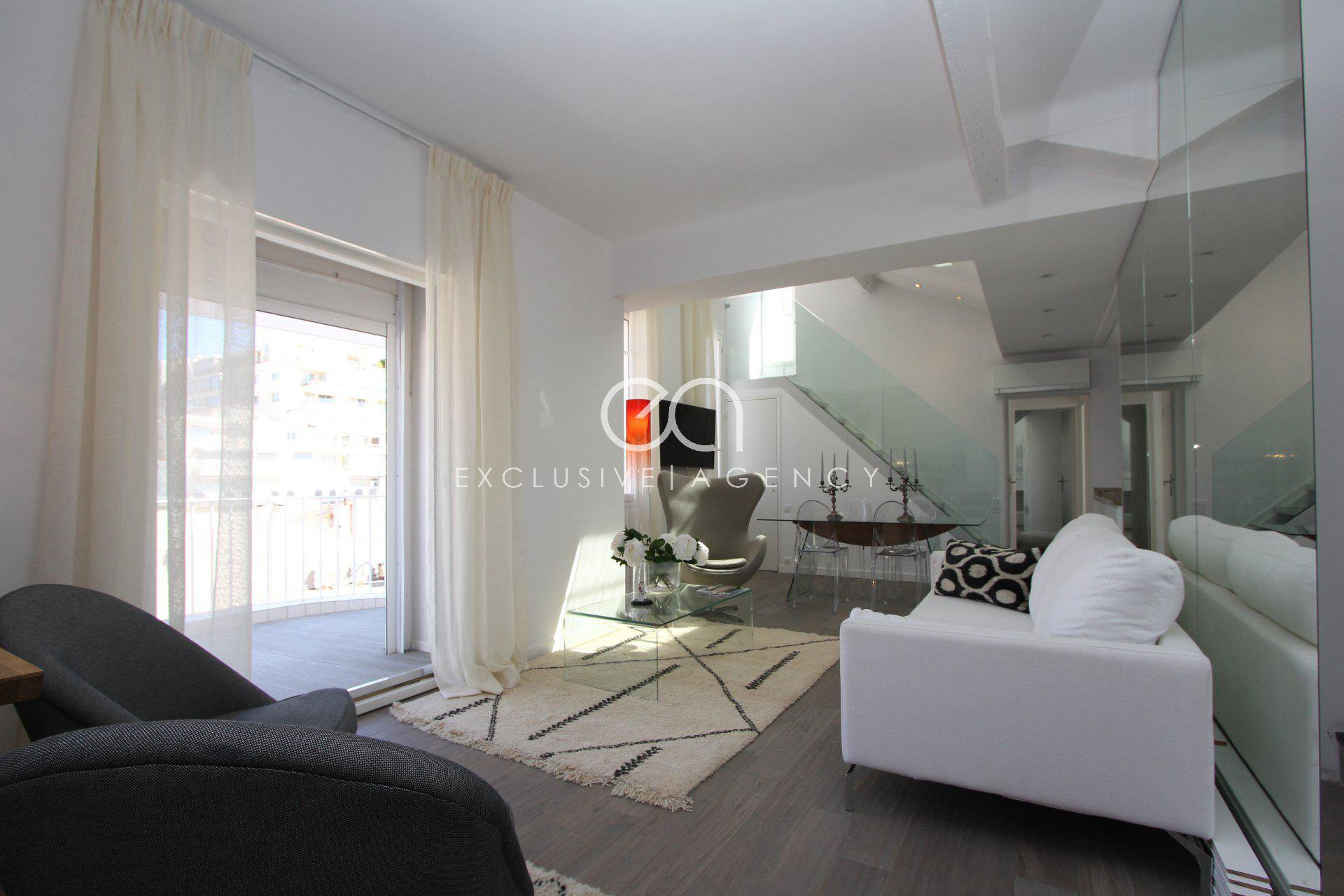 Rental for congress in Cannes luxurious 3 bedrooms 117m² with double terrace for 3 to 8 people.