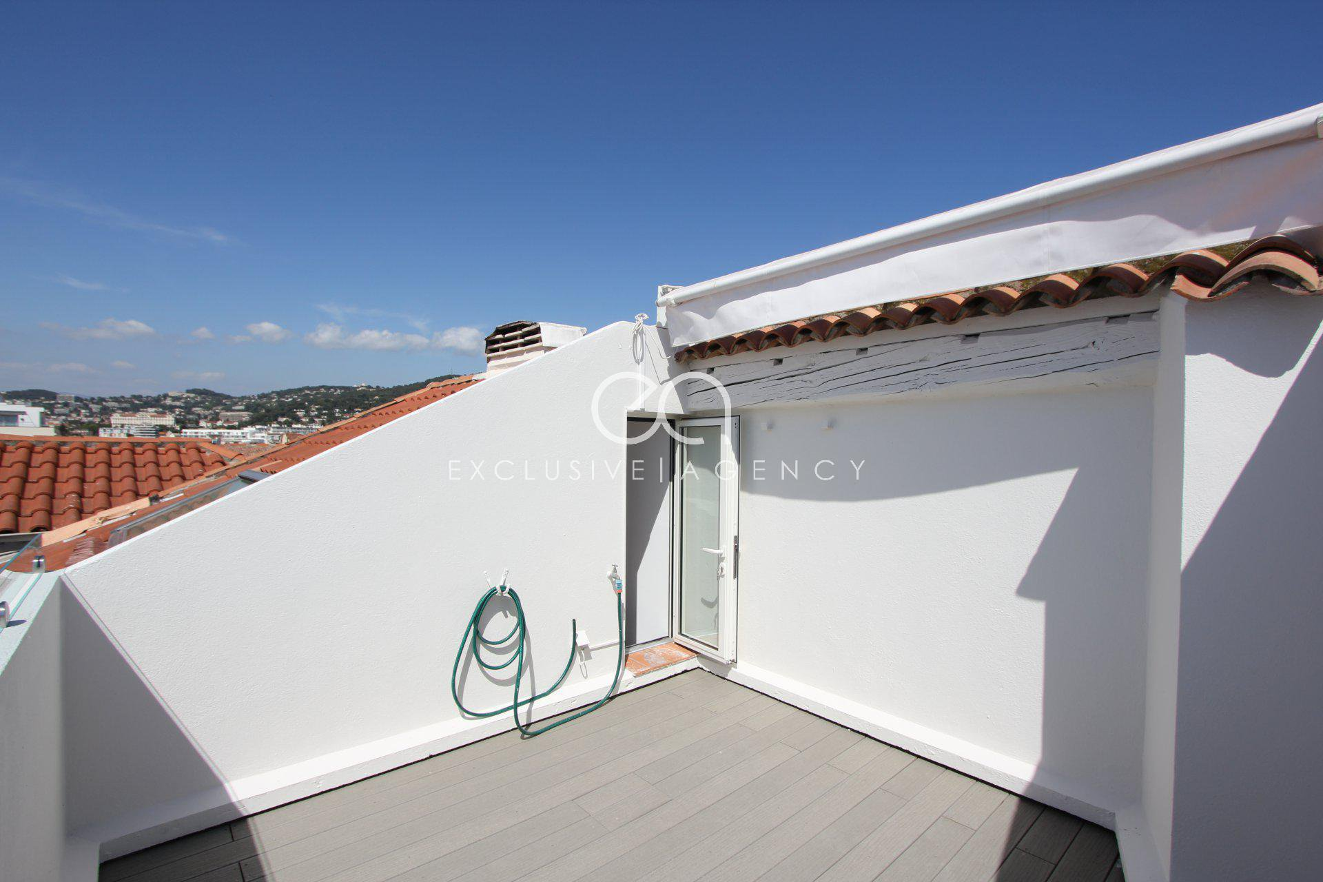 SEASONNAL RENTAL Cannes center luxurious 117sqm 3-bedroom apartment with double terrace for 3 to 8 people