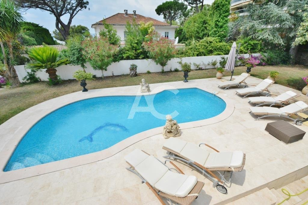 Neo-provençal villa near the centre of Juan les Pins and the beaches