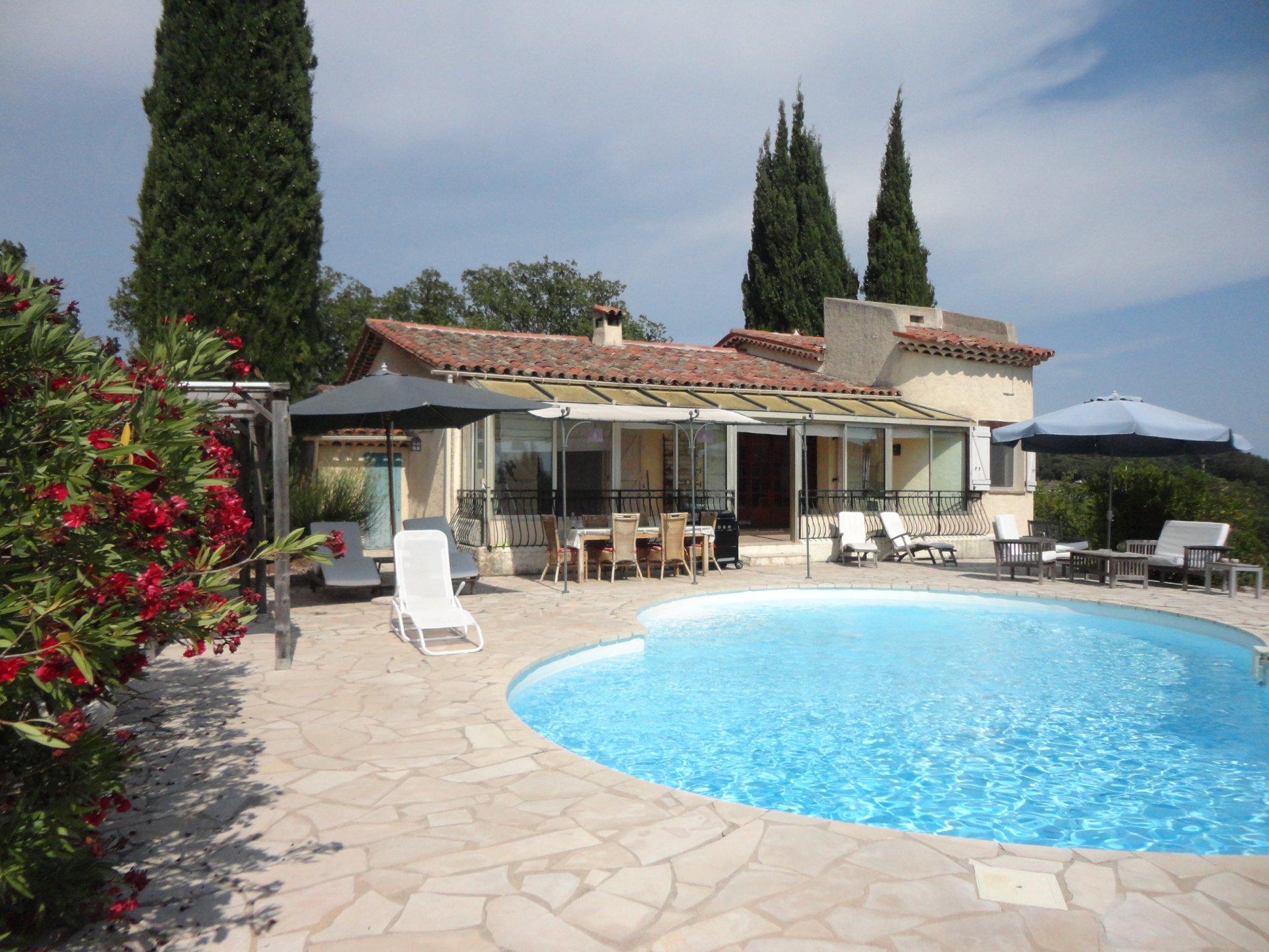 Pays de Fayence villa avec piscine et vue