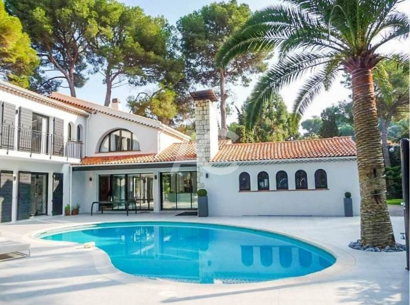 Provençal style villa with a swimming pool